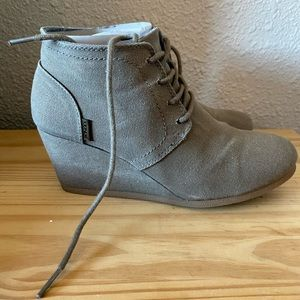 Bongo taupe/olive wedge lace up bootie